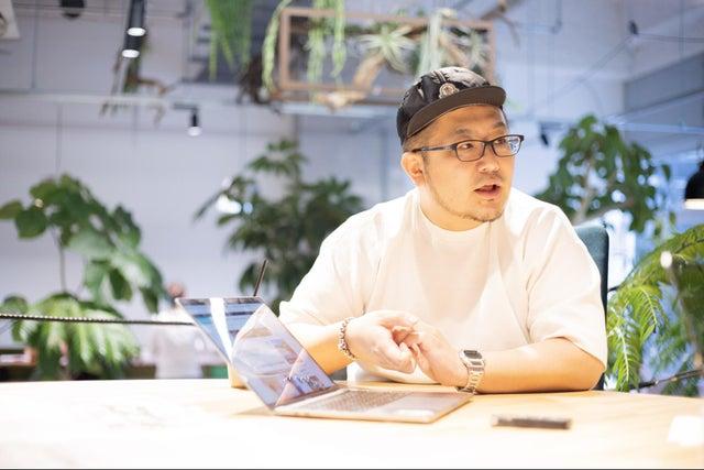 The Breakthrough Company GO 代表取締役/PR・Creative Director 三浦崇宏さん: 博報堂・TBWA\HAKUHODOを経て2017年独立。「表現を作るのではなく、現象を創るのが仕事」が信条。日本PR大賞、CampaignASIA Young Achiever of the Year、 ADfest、フジサンケイグループ広告大賞、グッドデザイン賞、カンヌライオンズクリエイティビティフェスティバル 2013 PR部門ブロンズ・2016 ヘルスケアPR 部門ゴールド・2017年 プロダクトデザイン部門ブロンズ、2017 ACC TOKYO CREATIVITY AWARDS イノベーション部門グランプリ・総務大臣賞・インタラクティブ部門ブロンズなど受賞。2020年1月、初の著書となる『言語化力』を上梓。2019年にハマったマンガは『ライドンキング』、『チェンソーマン』、『呪術廻戦』。